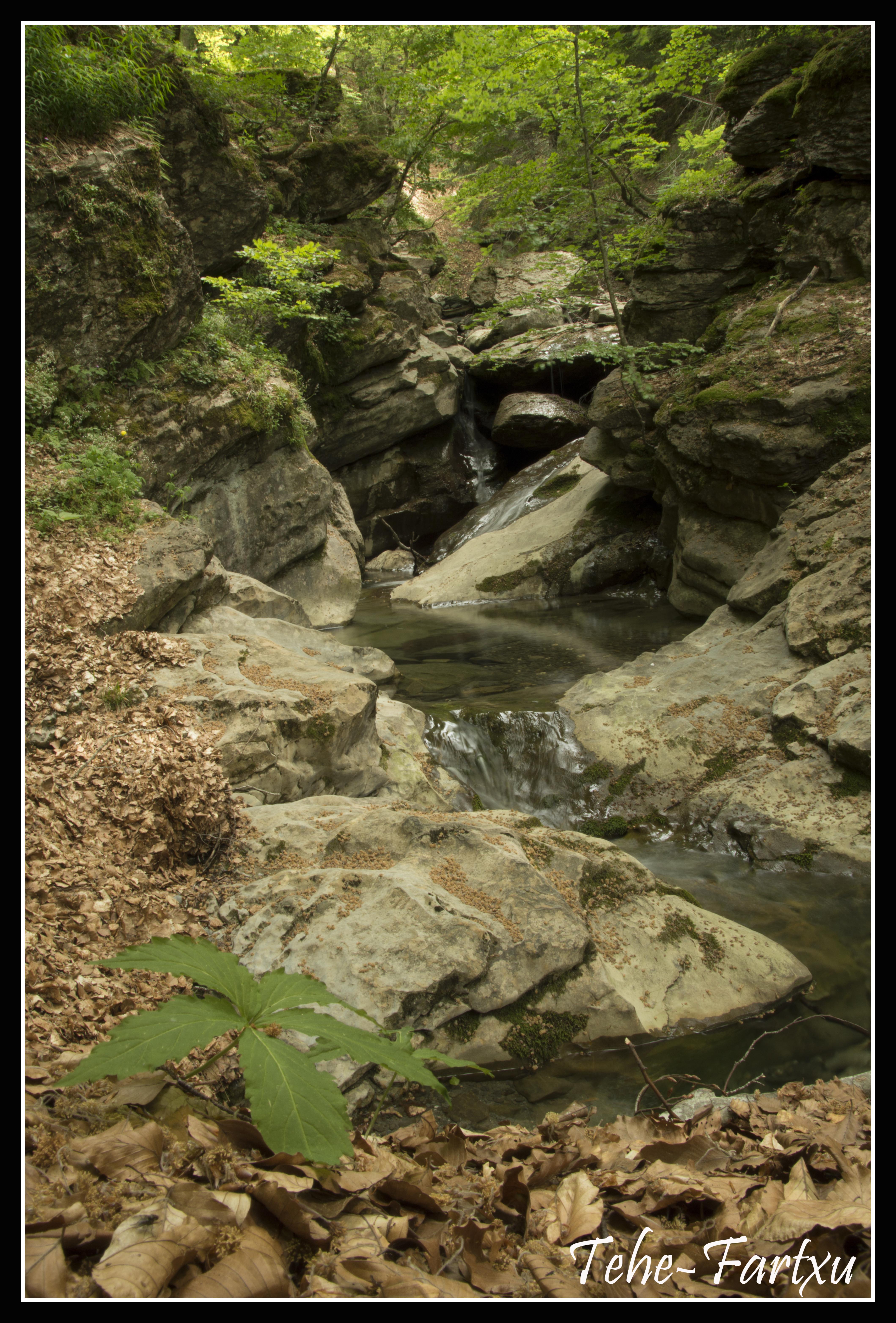 cascada en el recorrido de Gamueta, en Pirineos